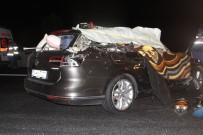 Otomobil İle Kamyon Çarpıştı Açıklaması 2 Ölü, 4 Yaralı