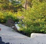 Otomobil Tarlaya Uçtu Açıklaması 2 Ölü, 3 Yaralı