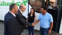Rektör Yeni Öğrencilerini Otogarda Karşıladı