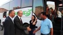 Rektörler Yeni Öğrencilerini Otogarda Karşıladı