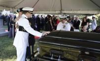 DONANMA KOMUTANI - Senatör Mccain Harp Akademisi Mezarlığına Defnedildi