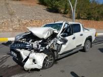 Tunceli'de Kamyonet Refüjdeki İşçilere Çarptı Açıklaması 5 Yaralı