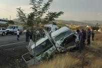 Tunceli-Elazığ Karayolunda Trafik Kazası Açıklaması 3'Ü Çocuk 20 Yaralı