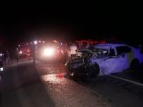 Biber Yüklü Kamyon İle Otomobil Çarpıştı Açıklaması 3 Yaralı