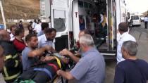 Bitlis'te İki Kamyonet Çarpıştı Açıklaması 4 Yaralı