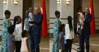 BURKINA FASO - Büyükelçinin Çocuklarını Böyle Sevdi