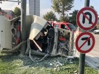 Elektrik Direğine Çarpan Otomobil Kağıt Gibi Yırtıldı
