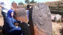 FEN EDEBİYAT FAKÜLTESİ - Muş'taki Tarihi Mezar Taşları İncelendi