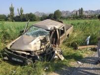 AŞIRI HIZ - Nazilli'de Trafik Kazası; 3 Yaralı