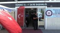 ÖĞRENCI İŞLERI - Üniversiteye Kayıt İçin Gelen Öğrenciler Türk Bayraklarıyla Karşılandı