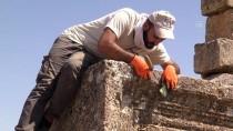 Zerzevan Kalesi'nde Bin 700 Yıllık Kaya Mezarlığı Bulundu