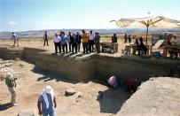 AMASYA VALİSİ - 2 Bin 500 Yıllık Pers Sarayının Sütunları Gün Yüzüne Çıktı