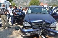 DINDAR - 2 Otomobil Kafa Kafaya Çarpıştı Açıklaması 2'Si Çocuk 5 Yaralı
