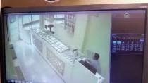 Adana'da Kuyumcuya Silahlı Saldırı Güvenlik Kamerasında