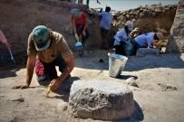 ALI YıLDıZ - Amasya'da 2 Bin 500 Yıllık Pers Sarayının Sütunları Bulundu