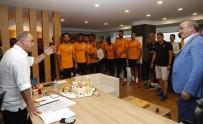 DOĞUM GÜNÜ PASTASI - Galatasaray, Kasımpaşa Maçı Hazırlıklarına Başladı
