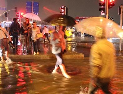 Meteoroloji'den İstanbul için gök gürültülü sağanak yağış uyarısı