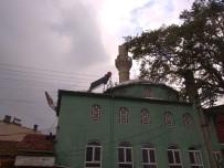 Kepsut'ta Aşırı Yağıştan Cami Minaresi Devrildi