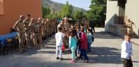 Miniklerden Mehmetçiğe Anlamlı Ziyaret
