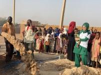 KUYULAR - Sosyal Medya Fenomeni Sudan'da Su Kuyusu Açtı