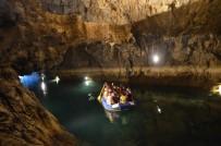 GIZEMLI - Altınbeşik Mağarası Ziyaretçilerini Büyülüyor