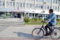 Kırşehir Belediye Başkanı Makam Aracını Bıraktı Bisiklete Bindi