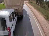 KAMYON ŞOFÖRÜ - Kızgın Sürücü Vitesi Geriye Takıp Arkasındaki Araca Çarptı