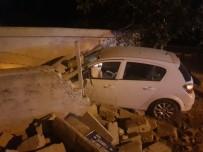 Otomobil Bahçe Duvarına Çarparak Durabildi