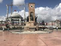 TAKSIM - (Özel) Taksim Cumhuriyet Anıtı'na Büyük Ayıp