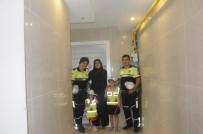TRAFİK POLİSİ - Polisten Miniklere Kırmızı Düdük Ve Polis Kıyafeti