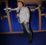 ÖMÜR GEDİK - Serdar Ortaç Sahneye 17 Kiloluk Swarovski Ceketle Çıktı
