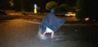ŞELALE - Şiddetli Yağışlar Yolları Dere Yatağına Çevirdi