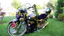 KADIR ŞAHIN - Çocukluk Hayali 'Modifiyeli' Motosikletine Gözü Gibi Bakıyor