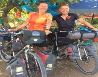 Evlerini Satarak Bisikletle Dünya Turuna Çıktılar