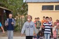 YENIDOĞAN - Geleneksel Sokak Oyunları Çocuklarla Yenidoğan Mahallesi'nde Buluştu
