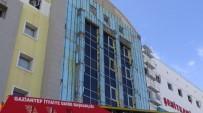 İSKELE ÇÖKTÜ - Hastanede İskele Çöktü Açıklaması 4 Yaralı
