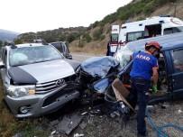 Kamyonetle Otomobil Kafa Kafaya Çarpıştı Açıklaması 2 Yaralı