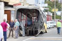 KAŞÜSTÜ - Körüklü Belediye Otobüsü Ortadan İkiye Ayrıldı Açıklaması 3 Yaralı