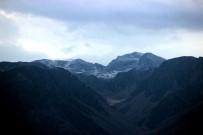 Munzur Dağı Zirvelerine Kar Yağdı