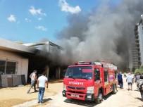 MALZEME DEPOSU - Rezidans İnşaatında Korkutan Yangın