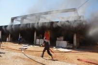 MALZEME DEPOSU - Rezidans İnşaatındaki Yangın Kontrol Altına Alındı
