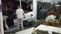 VİTRİN - Samsun'da Yoldan Çıkan Otomobil Lokantaya Girdi Açıklaması 2 Yaralı