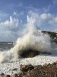 Şiddetli Rüzgar Nedeniyle Dalga Boyu 5 Metreyi Aştı