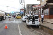 KAŞÜSTÜ - Trabzon'da Körüklü Belediye Otobüsü Ortadan İkiye Ayrıldı Açıklaması 3 Yaralı