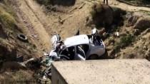 Trafik Kazasında Anne Ve Baba Öldü, Çocukları Yaralandı