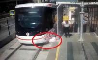 RAYLI SİSTEM - Tramvayın Yayaya Çarpma Anı Kamerada