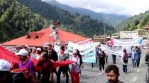 SAĞLIK ÇALIŞANLARI - Ayder Yaylası'nda Tulum Eşliğinde Yürüdüler