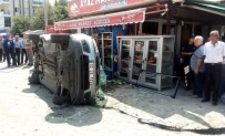 Otomobil Marketin İçecek Dolabına Daldı Açıklaması 3 Yaralı