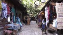 SOKAK KÖPEĞİ - 'Pabucun Dama Atıldığı' Tarihi Çarşı Zamana Direniyor