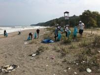 Ak Gençlik Plajları Temizledi